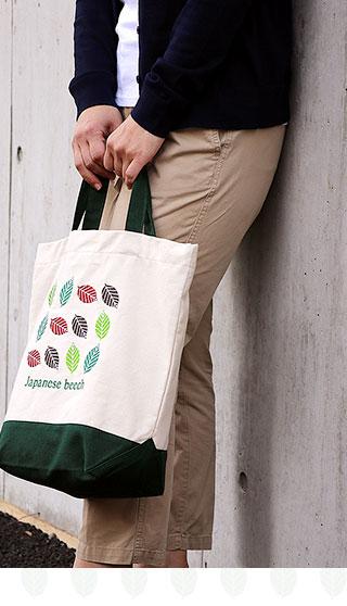 刺繍トートバッグ 女性使用イメージ