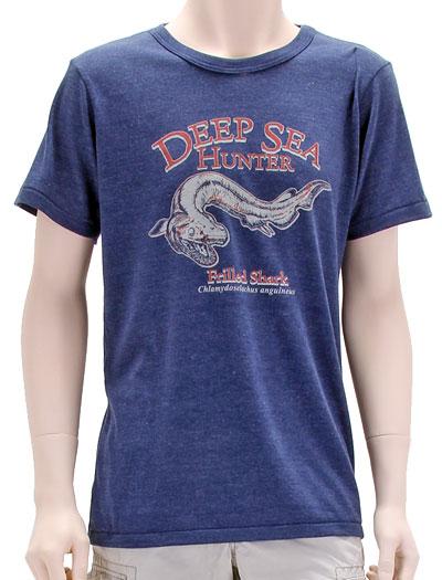 ミュージアムデザイン Tシャツ  ラブカ ネイビー Mサイズ 着用イメージ