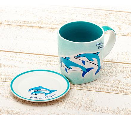 同じデザインの小皿とマグカップ