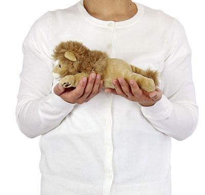 リアル動物ぬいぐるみ ねそべりシリーズ ライオン 大きさ